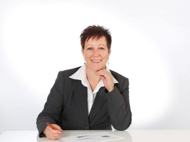 Ina Olejnik Finanzanlagenfachfrau (IHK)