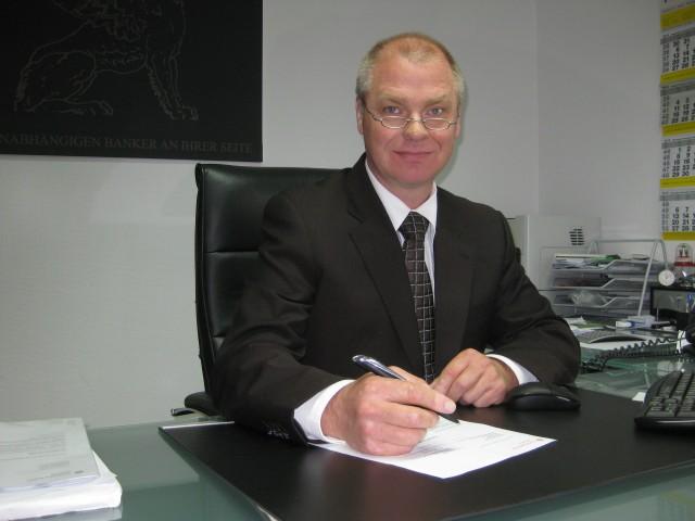 Uwe Lindenau, Manzoku UG